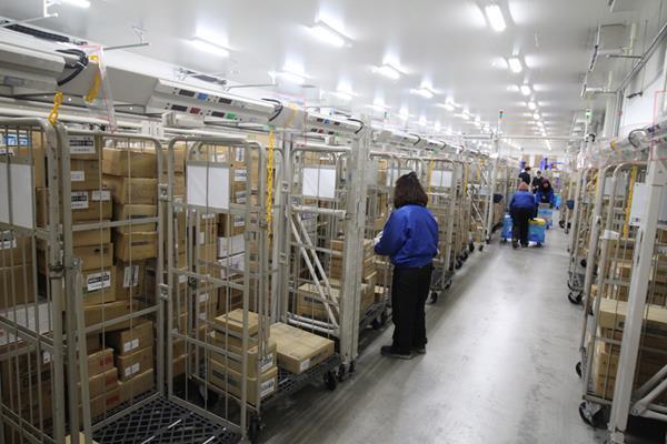 関西トランスウェイ株式会社中谷センター デジタルアソートシステム作業風景3